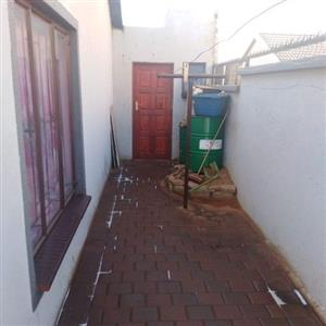 2bedroom house to rent in mahube