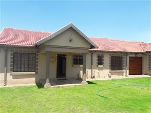4 BEDROOMS HOUSE FOR SALE TWEEFONTEIN C R700 000.00 CALL QUINTON FOR MORE INFO @ 0723325794 / 0127000100