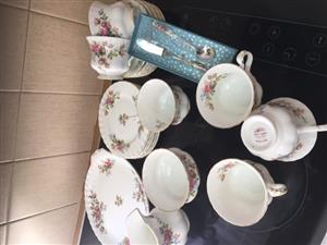 Royal Albert - MOSS ROSE tea set