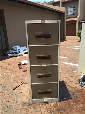 Steel filling cabinet(24 pieces available)