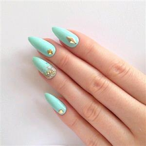 Nail courses in Acrylic, Gel and Manicure & Pedicure