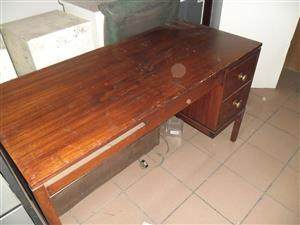 Wooden desk with 2 drawers for sale