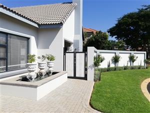 1.5 Year old graceful and stylish single storey house in the well sought after Rose Acres Estate