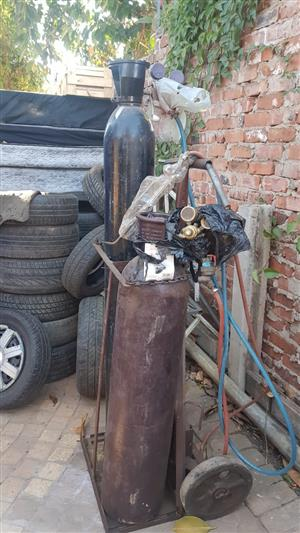Gas cylinders and nozzles for sale