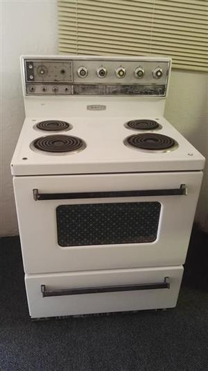 4 Plate white stove with oven