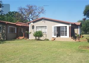 HOUSE WITH GRANNY FLAT ON SMALLHOLDING IN ROODEPLAAT-KAMEELFONTEIN  FOR SALE