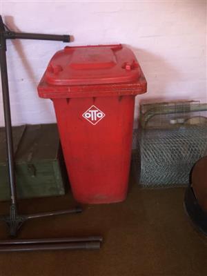 Red otto garbage bin