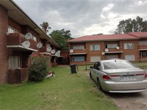 Secure & Spacious 2 Bedroom Apartment in Driehoek