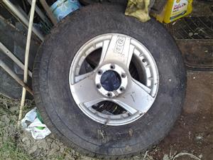 """15""""alloy rim and tyre for 4x4"""