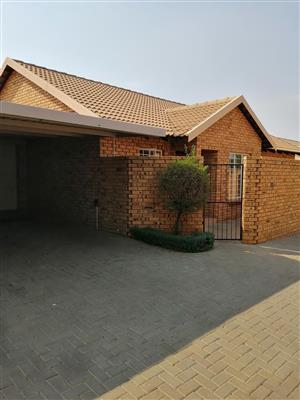 IMMACULATE & SPACIOUS 3 BEDROOM UNIT FOR RENT AVAILABLE IMMEDIATELY - R11000
