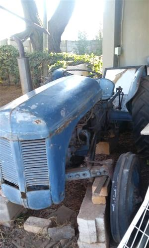 TRACTOR - MASSIE (Vaaljapie) Tractor - Built between 1947 – 1953