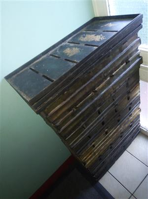 Bread pans macadams spar branded for sale R250 each sale by owner 9 only with 4 lids