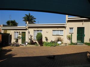 Spacious 1 bed garden cottage situated in Linmeyer Johannesburg South