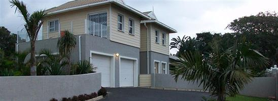 NEWLY PAINTED Stand alone luxury CAPE COD style townhouse up for grabs!!! PORT EDWARD - GOING GOING GONE R990 000 - ABOLUTE GIVEAWAY!!!!