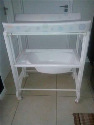 Baby changing station R550