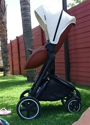Bounce 2 in 1 Stroller with infant Car seat.