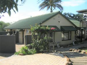 3 Bedroom,2 Bathroom House with Splash Pool for sale in Port Edward