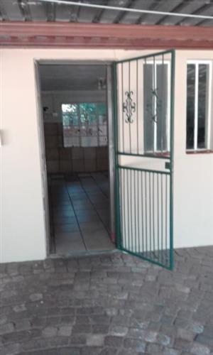 Garden flat, 1 bedroom small garden flat 1 block from the Rietfontein Pavilion shopping center. Only R1,500 deposit.