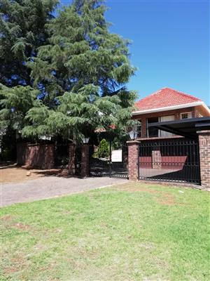 House ideal for business premises in Pretoria East. Office righs can be registered.