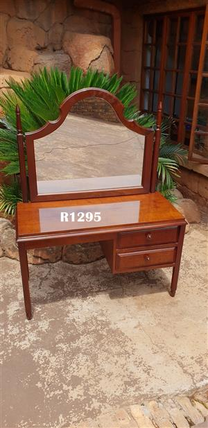 Petit Vintage Dressing Table (1060x460x635)