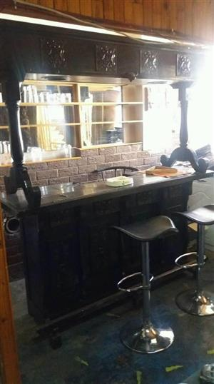 Bar with 2 stools