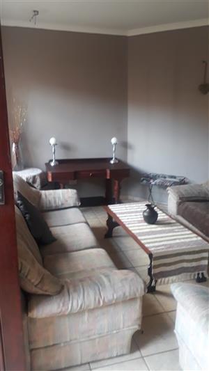 2 Bedroom Townhouse To Rent In Langenhovenpark