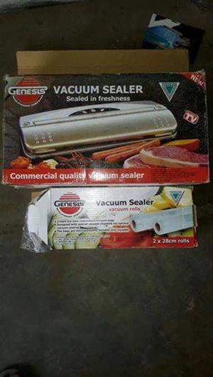 Verimark Vaccum Sealer with two sealer rolls