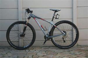 Giant 29er mountain bike
