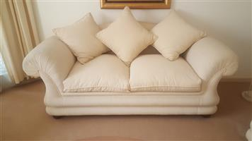 Cream/ off-white Lounge Suite for sale!!