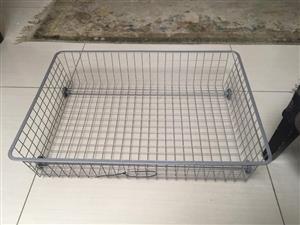 Underbed storage drawer/tray on caster wheels