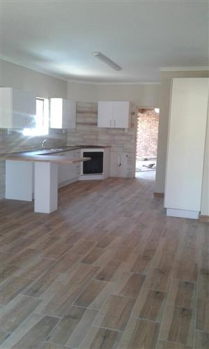 Modern 2 bedroom cottage available for rent in Bonaero park
