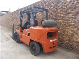 USED 4.5 TON NISSAN FORKLIFT FOR SALE