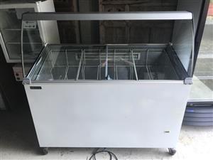 Bromic 7 x 5 litre ice cream display freezer