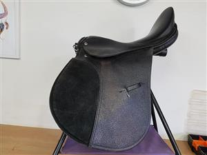 Beautiful 16.5 Inch GP Solo saddle as New.