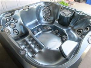 Jacuzzi For Sale. ( 6 Persons)