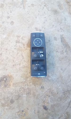 Merc W 204 Right Front Door Switch