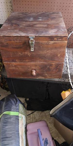 Large wooden box with 80 mutis