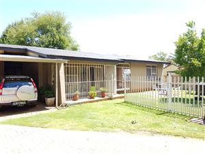very neat Beautiful sunny family home at an unbelievable low price for only R700 000!!
