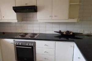 Highlands North 3bedroomed apartment to rent for R7000 bathroom, kitchen and lounge, pool in complex, carport covered