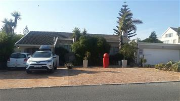 Mnandi Lodge 13 Spray street Bloubergrant, Table view Cape Town.  R1500.00 for the entire stay till 26 Nov