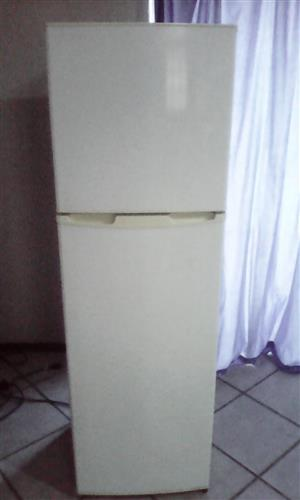DOUBLE DOOR FRIDGE/FREEZEER FOR SALE
