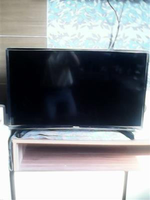 LED 32 INCH 2 MONTHS OLD FOR SALE