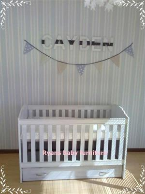 Std Tulip cot with drawer-white wash