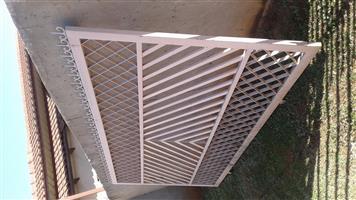 Locable gate