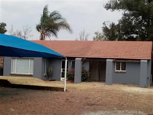 HOUSE FOR SALE HALFWAY EXT 4 MIDRAND 1,300,000,00