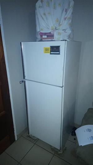 kelvinator fridge freezer white