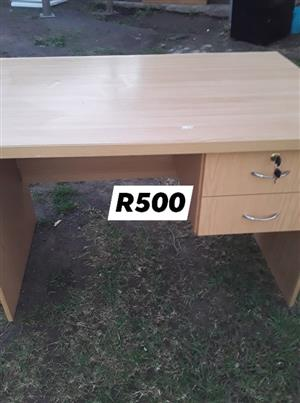 Light wooden 2 drawer desk