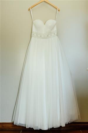 Wedding dress for sale - Size 6/ 8