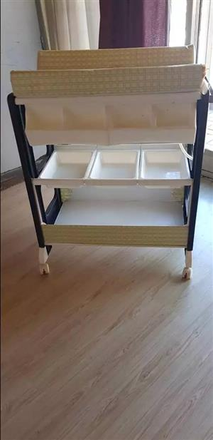 Cot and compact um