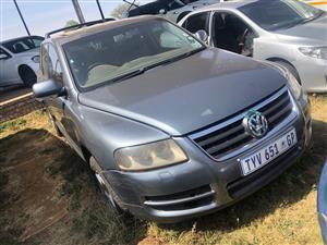 VW TOURAG STRIPPING FOR SPARES